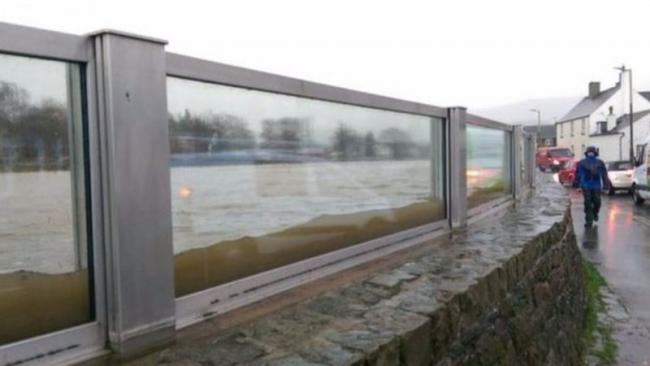Bewdley could be getting glass-panelled flood defences similar to those shown here. Photo by the Environment Agency