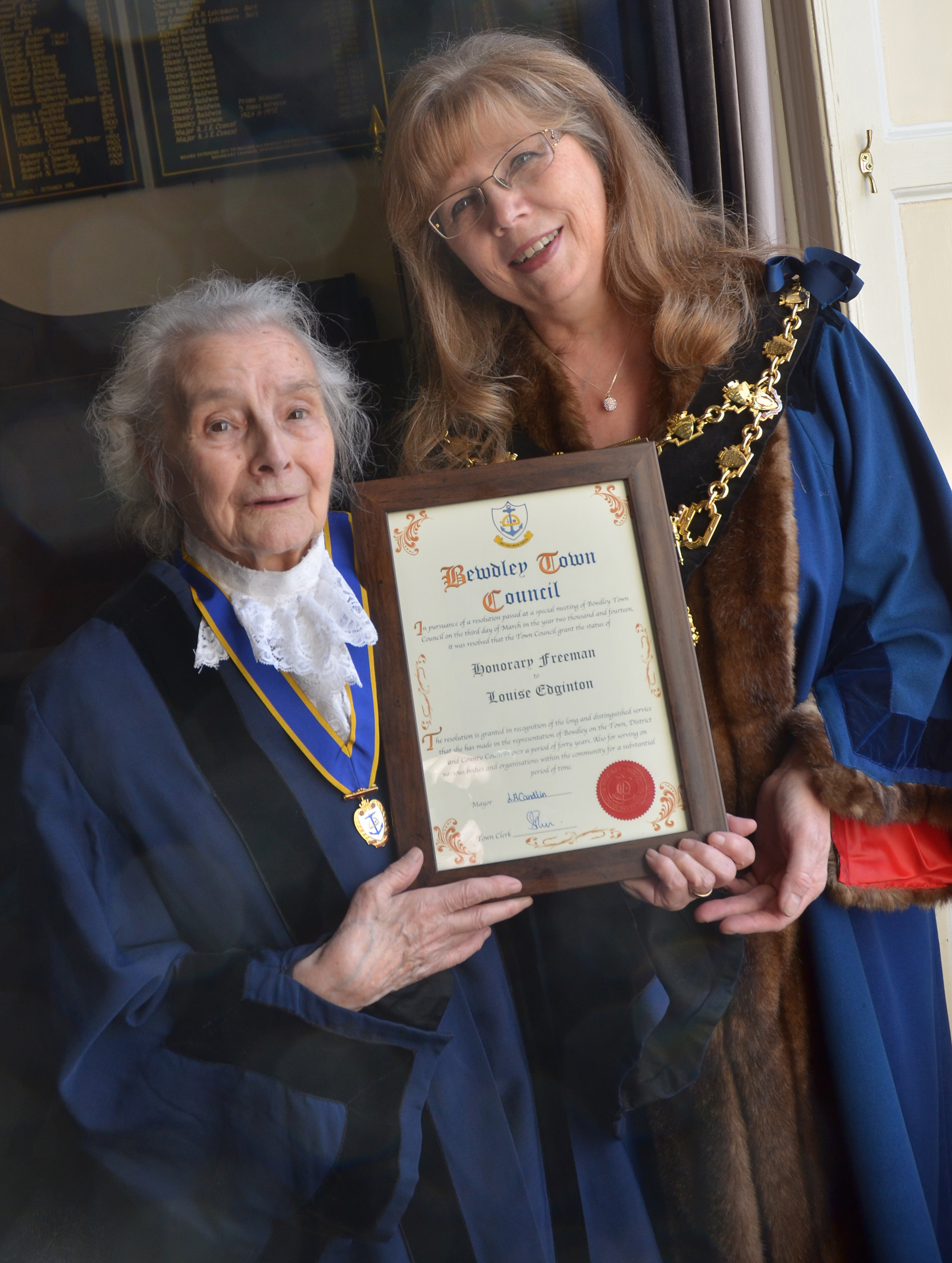 TOWN HONOUR: Louise Edginton, left, receives her illuminated scroll from Bewdley Mayor Linda Candlin.