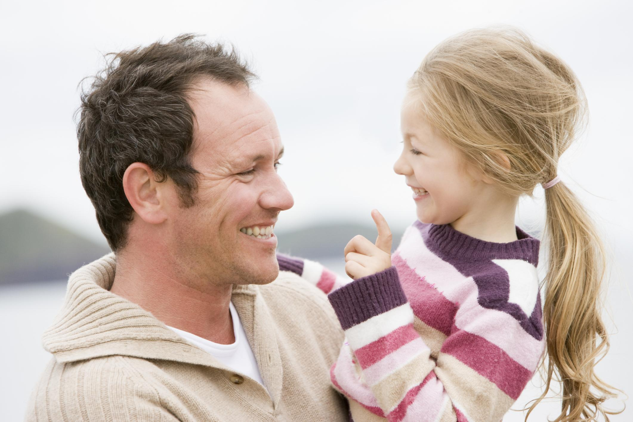 Фото дочери с отцом смотрит 23 фотография