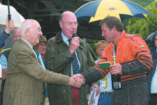 No worry for Murray: Commentating legend Murray Walker presents record breaker Martin Groves with his trophy, watched by MAC President John Moody.