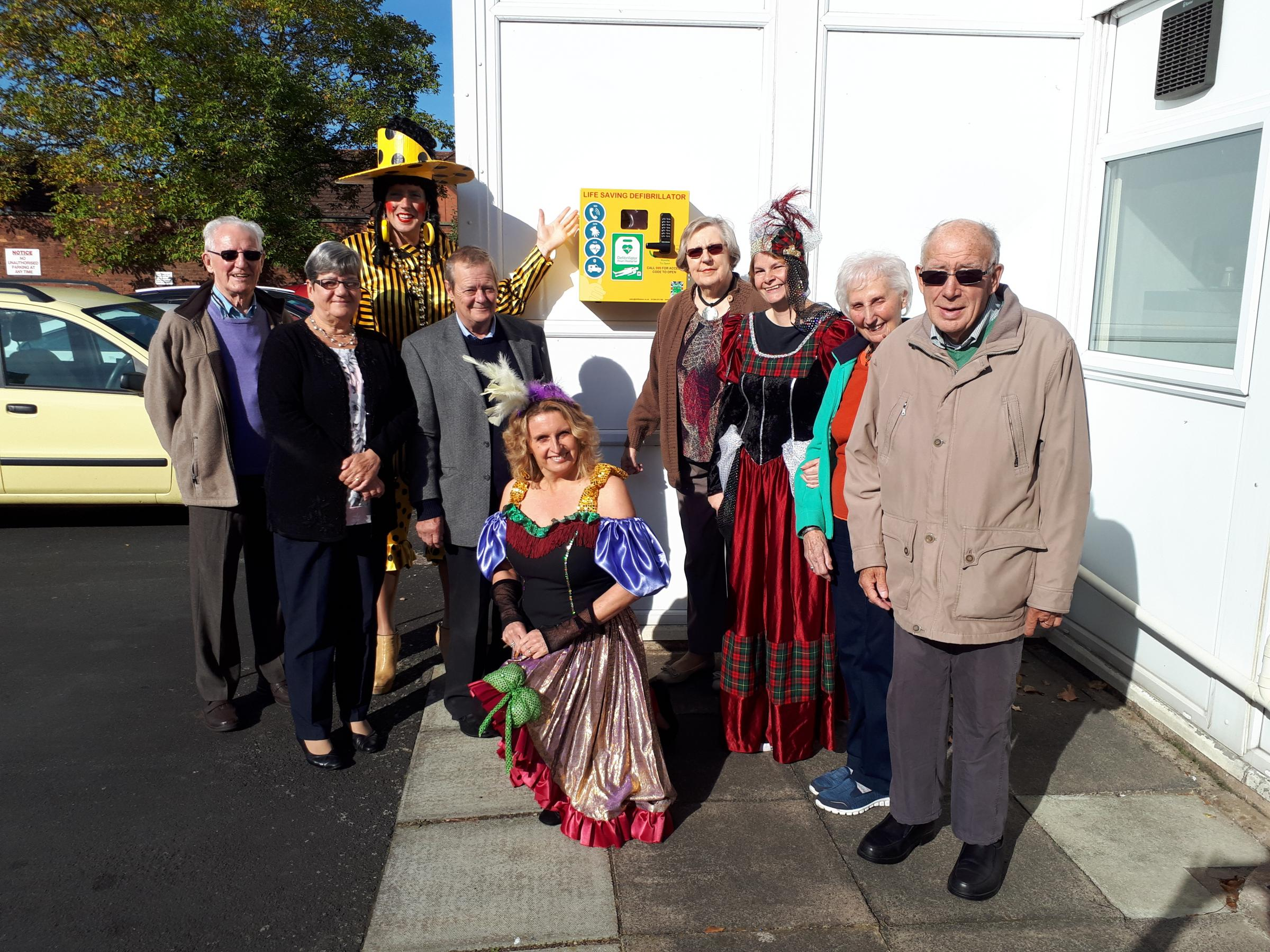 Cllr Henderson (centre) with members of The Monday Night Group and Elizabeth Mills Centre with the new defibrillator