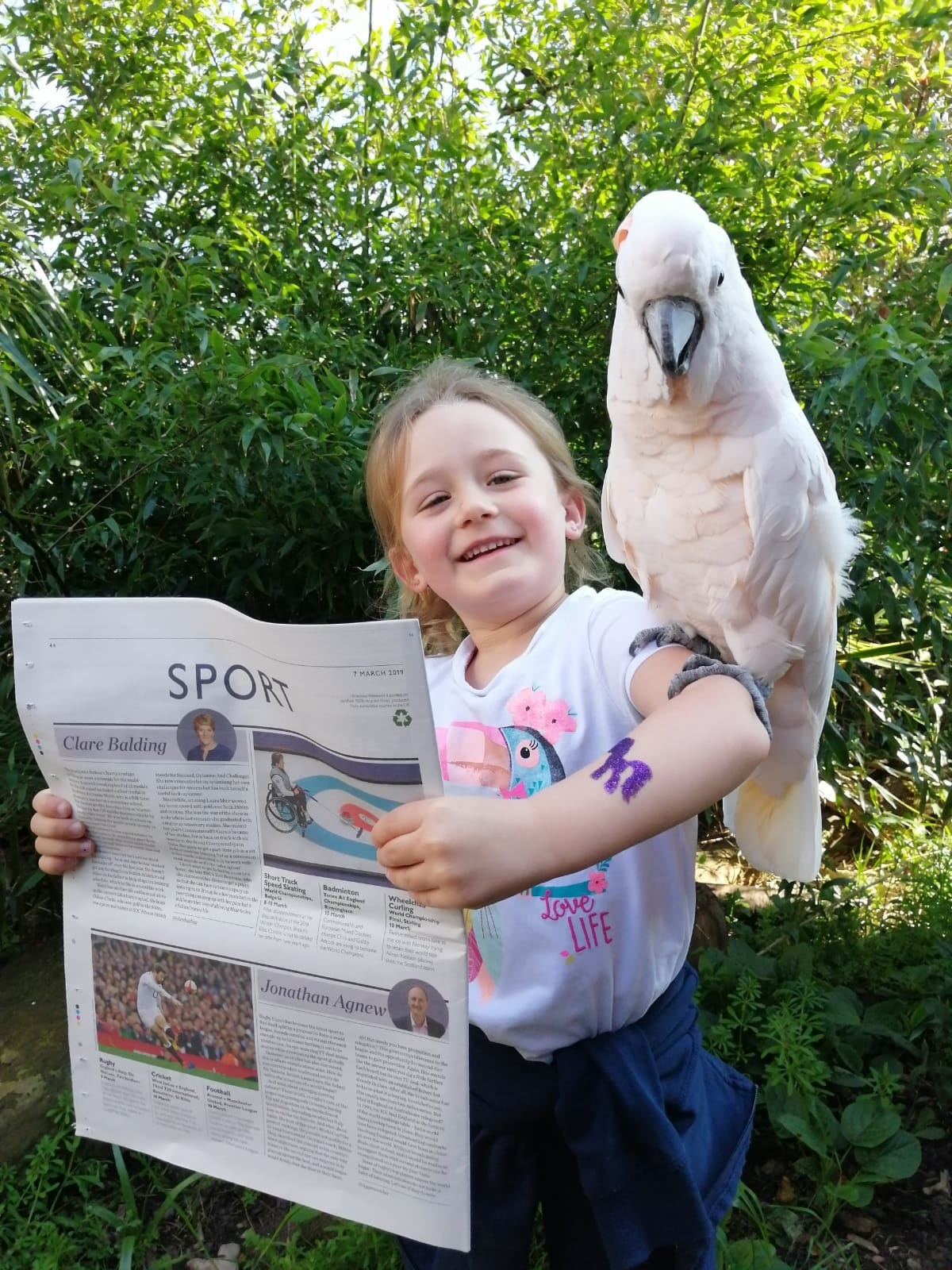 Isla Rowlands and Molly the moluccan cockatoo