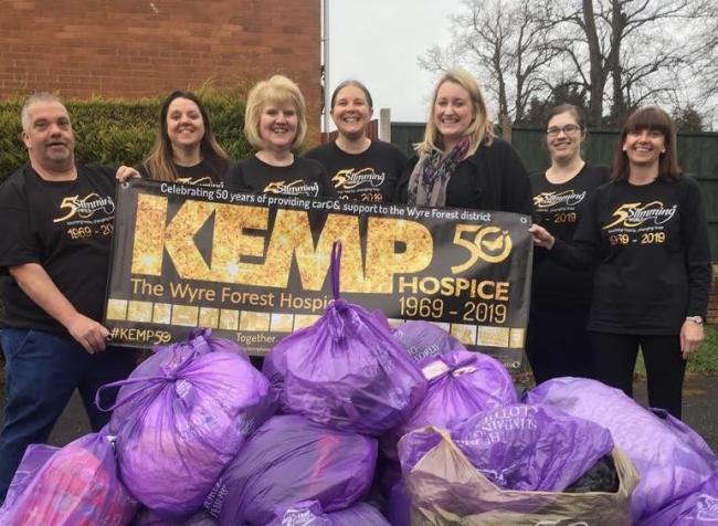 Kidderminster Slimmers donating their larger clothes ot KEMP Hospice